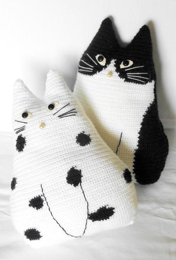 Free Crochet Cat Pillow Pattern : Cuscini fai da te - Il blog di Mioaffitto.it