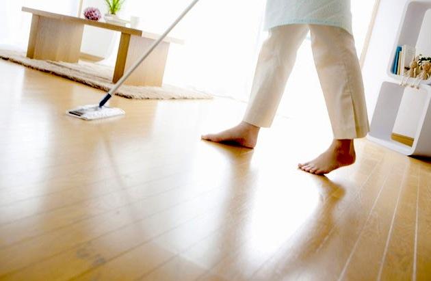 pulire-pavimento-legno