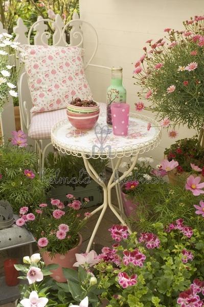 Il tuo giardino in stile shabby chic for Architettura in stile cottage