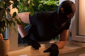 Chi paga i danni fatti dai ladri in una casa in affitto?