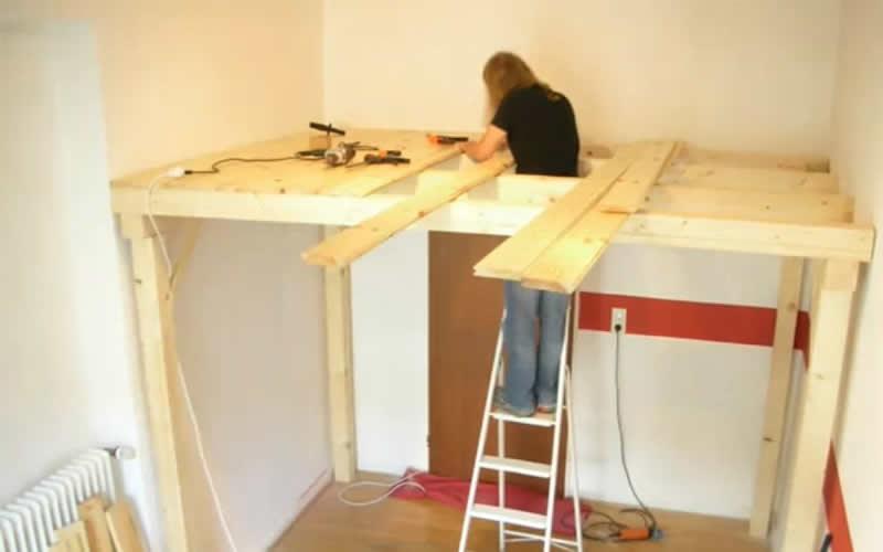 Soppalco come creare uno spazio extra in casa for Como hacer una cama alta de madera