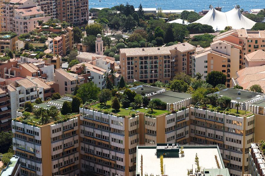 Tetti verdi e pannelli solari previsti dalla legge, in Francia