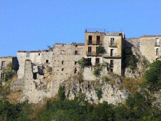 I paesi abbandonati in Italia
