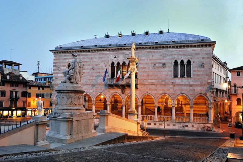 Friuli Venezia Giulia: la regione paga l'affitto a chi resta senza lavoro