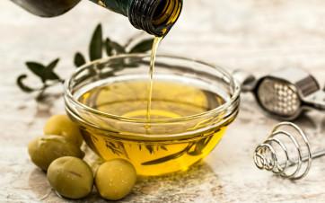 6 usi insoliti dell' olio in casa